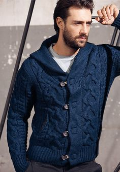 Beat the chilling weather and look fashionable with a black cardigan. Knitwear Fashion, Sweater Fashion, Men Sweater, Stylish Men, Men Casual, Crochet Men, Pullover Mode, Well Dressed Men, Gentleman Style