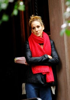 sad scene. great scarf.     Amazing how satc can predict trends like the chunky scarf so far in advance.