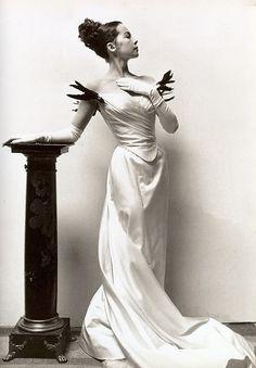 Cecil Beaton designed gowns for Gigi (starring Leslie Caron) as well as My Fair Lady -- little augury: February 2009 Kelly Lebrock, My Fair Lady, Sarah Burton, Vintage Hollywood, Classic Hollywood, Hollywood Fashion, Hollywood Glamour, Gigi 1958, Movies