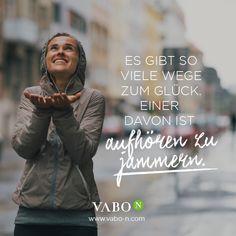 """Wie heißt es so schön? """"Im Leben geht es nicht darum zu warten, dass das Unwetter vorbeizieht, sondern zu lernen, im Regen zu tanzen.""""  Wir wünschen einen schönen Dienstag - spätestens am Mittwoch haben wir den Sommer wieder! ;-)  #vabo_n #motivational #rainydays"""