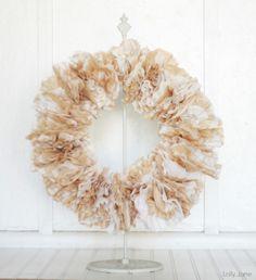 Valentine's Coffee Filter Wreath via lollyjane.com #valentinesday #craft #wreath