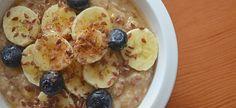 A bowl of cereal before bedtime - Muesli after dark. Good Breakfast Places, Eat Breakfast, Breakfast Ideas, Snacks For Work, Healthy Work Snacks, Healthy Eating, Stay Healthy, Healthy Weight, Muesli