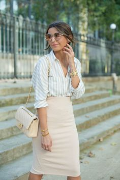 light pink pencil skirt... chic summer fashion | Lovely Pepa by Alexandra