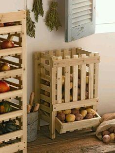 potato bin made from reclaimed wood pallets Potato Storage Bin, Potato Bin, Potato Basket, Vegetable Rack, Fruit And Vegetable Storage, Diy Pallet Projects, Home Projects, Pallet Ideas, Wood Bin