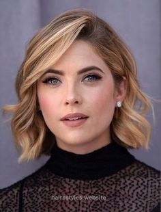 Splendid Short hairstyle idea. I like the deep side part and how her hair has a little wave to it.  The post  Short hairstyle idea. I like the deep side part and how her hair has a little wa…  a ..