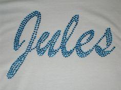 T-Shirt mit Wunschname aus Strass - von Hand gelegt - Spezialanfertigung www.tachinedas-kreativshop.com