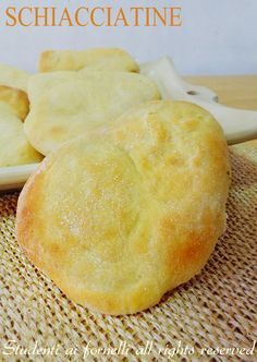 schiacciatine semplici con farina e semola cotte al forno ricetta