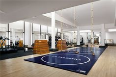 La Palestra La Palestra - Frank Gehry designs a holistic health and fitness center tucked below NYC& Plaza Hotel Frank Gehry, Fitness Design, Gym Design, Plaza Hotel, Spas, Hotels In New York, Gym Center, Dream Gym, Academia Fitness