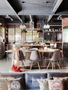 brique apparente - dispositions du salon par rapport au coin cuicine - espace lumineux grand ouvert et haut de plafond - ambiance factory - cuisine métal