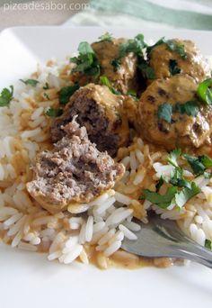 Albóndigas con curry y leche de coco - Pizca de Sabor