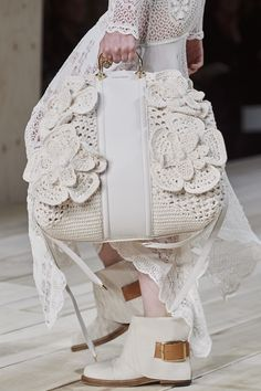 Alexander Mcqueen Spring 2020 Fashion Show Details. All the fashion runway close-up details, shoes, and handbags from the Alexander Mcqueen Spring 2020 Fashion Show Details. Fashion 2020, Fashion Models, Fashion Show, Fashion Trends, Crochet Handbags, Crochet Purses, Fashion Bags, Fashion Accessories, Womens Fashion