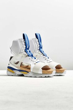 clothing PBR Sneakers - Collection , formats include MAX, OBJ, FBX, ready for animation and other projects Men's Shoes, Nike Shoes, Shoe Boots, Vans Sneakers, White Sneakers, Sneakers Fashion, Alexander Mcqueen, Cyberpunk Clothes, Fashion Shoes