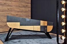 With the same purpose of the previous sideboard, the GAP challenges once more the pre- defined concept for this kind of furniture. A lamp with a slope compensator was purposely developed to go together with this piece. The most diverse types of finishes can be applied on the drawers, doors, body and metallic base.
