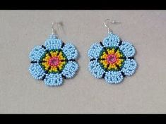 PENDIENTES MOSTACILLAS CHECA - YouTube Seed Bead Earrings, Beaded Earrings, Seed Beads, Crochet Earrings, Beading Projects, Beading Tutorials, Beading Patterns, Earring Tutorial, Beaded Brooch