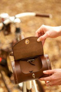 Platz für Barrel Bag Leder Fahrrad Satteltasche von WalnutStudiolo