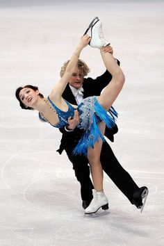 Charlie White Photos - Meryl Davis and Charlie White of USA compete in the Ice Dance Compulsory Dance during the 2010 ISU World Figure Skating Championships on March 2010 at the Palevela in Turin, Italy. - ISU World Figure Skating Championships - Day One Flapper Outfit, Flapper Costume, Flapper Style, Ice Dance Dresses, Figure Skating Dresses, Meryl Davis, Dancing Figures, Figure Skating Costumes, World Figure Skating Championships