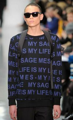 Instant messaging: A/W young men's catwalk trend flash Monochrome Fashion, Dark Fashion, Grunge Fashion, Boy Fashion, Mens Trends, Sports Luxe, Contemporary Fashion, Aesthetic Fashion, Printing On Fabric