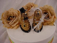 Hey, I found this really awesome Etsy listing at https://www.etsy.com/listing/246675130/dr-who-wedding-cake-toppers-dalek-fun