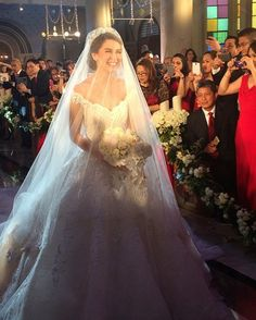 Dingdong Dantes and Marian Rivera tie the knot on December 30 at the Immaculate Conception Cathedral in Cubao Quezon City. The Kapuso royal couple announced their engagement in August, taking their Michael Cinco, Top Wedding Dresses, Wedding Veils, Marian Rivera Wedding Gown, Celebrity Wedding Gowns, Designer Wedding Gowns, Bridal, Couture, Marie