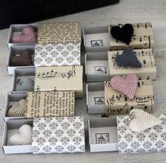 déclaration d'amour ( étiquette papier avec ce titre sur la boite recouverte de papier et coeur en tissu à l'intérieur)