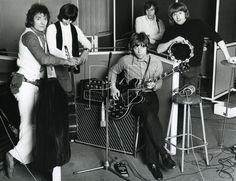 HOLLIES – UK group about 1969 from left: Allan Clarke, Terry Sylvester, Tony Hicks, Bernie Calvert and Bobby Elliott