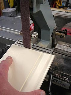 Cutting Coped Ends On Baseboard Or Other Wood Trim Basic Carpentry Tools, Trim Carpentry, Baseboard Trim, Baseboards, Woodworking Joints, Woodworking Techniques, Home Renovation, Home Remodeling, Cut Crown Molding