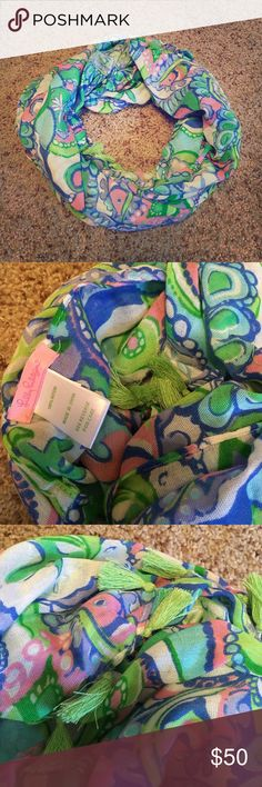 Lilly Pulitzer Infinity Scarf Brand new without tags!; never worn. Lilly Pulitzer Accessories Scarves & Wraps