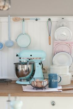 Love this look.                                       Minty House Blog: Pastel screwed