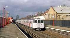 Bakerloo Line 1972 stock entering Harlesden, running empty southbound, in November 1989. | by Lost-Albion on Flickr