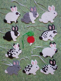 "Produkty podobne do Black and White Bunny Rabbit Perler Bead Decoration Ornaments / Gift Tag Set of 10 Bunnies + 1 Radish"" w Etsy Hama Beads Design, Diy Perler Beads, Perler Bead Art, Pearler Beads, Fuse Beads, Melty Bead Patterns, Pearler Bead Patterns, Perler Patterns, Beading Patterns"
