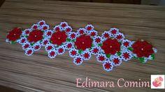 Para este trilho usei novamente a flor margarida bicuda, mas desta vez na cor vermelha.  Adoro fazer este trilho, principalmente quando a f...