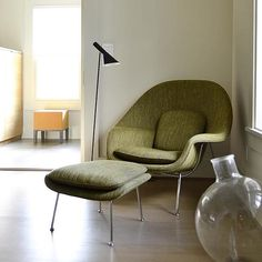 Shop for the Best Womb Chair and Ottoman Replica by Eero Saarinen in Manhattan Home Design. Available with boucle fabric and true to the original design. Saarinen Chair, Eero Saarinen, Womb Chair, Bedroom With Sitting Area, Curved Sofa, Mid Century Chair, Cheap Furniture, Discount Furniture, Chair Fabric