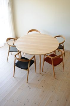 Table Desk, Dining Table, Circle Table, Outdoor Tables, Outdoor Decor, Diy Arts And Crafts, Scandinavian Style, Kitchen Dining, Architecture
