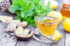 Inunserem Körper befinden sich viele Schadstoffe, die Wasser abschwemmen kann und zur Unterstützung des Reinigungsprozesses istTee ideal. Wir haben 15 leckere und gesunde Tee-Rezepte zum Entschlacken für euch.