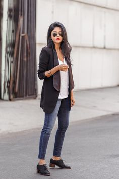 WHITE TEE + BLACK BLAZER + RED LIPS – Walk In Wonderland
