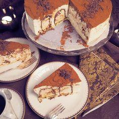 Tiramisunmakuinen suukkokakku kruunaa juhlapöydän - Kulinaari-ruokablogi Tiramisu, Sweet Desserts, Marsala, Cheesecakes, Food And Drink, Baking, Ethnic Recipes, Room, Diy