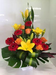 Tropical Flower Arrangements, Creative Flower Arrangements, Flower Arrangement Designs, Artificial Floral Arrangements, Ikebana Flower Arrangement, Church Flower Arrangements, Beautiful Flower Arrangements, Tropical Flowers, Beautiful Flowers
