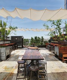 Outdoor patio shade pergola, deck Put in back yard over the quaint Parisian setting Outdoor Shade, Patio Shade, Patio Sun Shades, Rooftop Garden, Rooftop Terrace, Roof Terrace Design, Rooftop Design, Happy Hour Bar, Friday Happy Hour