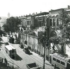 Tophane; Sağ tarafta yıkılan ve günümüzde bulunmayan Müşirlik Dairesi, 1958; Ara Güler Fotoğrafı