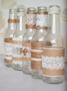 Rustic Burlap Centerpiece Bottle Vases, Wedding or Party Decor, SET of 5 Rustikalen Sackleinen Herzstück Flaschenvasen Hochzeit oder Bridal Shower Rustic, Rustic Wedding, Wedding Table, Wedding Backyard, Wedding Country, Wedding Ceremony, Wedding Ideas, Shabby Chic Wedding Decor, Trendy Wedding