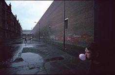 Descubre todo lo que hay en esta Fotografía de calle de Raymond Depardon: análisis de la imagen