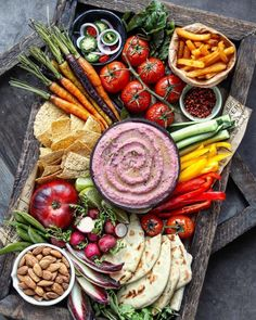 Veggie platter by nm meiyee Platter with homemade hummus pita and lots of veggies For the easy hummus di Hummus Dip, Hummus Platter, Hummus And Pita, Low Carb Hummus, Vegan Appetizers, Vegan Snacks, Vegan Recipes, Charcuterie And Cheese Board, Veggie Platters