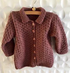 #coat #wintercardigan #baby Vraag mij, ik brei   #tegendonatie #NAH #breiNwerk #breien  #knitting #kinderkleding #kidswear #homemade #withlove #knitwear  #nietaangeborenhersenletsel #knittersofpinterest #nahproject #breipatroon #breieninopdracht #wol #wool #naturalmaterials Instagram @brei_n_werk