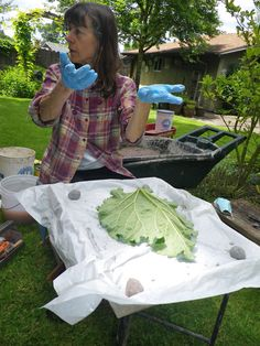 A couple of weeks ago, a friend and I learned how to make concrete leaf castings to put in our gardens. Our instructor was Roberta Palmer. Diy Cement Planters, Concrete Bird Bath, Cement Art, Concrete Crafts, Concrete Art, Concrete Projects, Concrete Garden, Concrete Design, Concrete Fountains