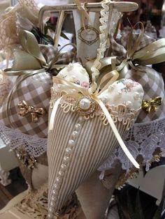 Photo Valentine Heart, Valentine Crafts, Valentines, Soft Heart, Lace Heart, Sewing Crafts, Sewing Projects, Shabby Chic Hearts, Estilo Shabby Chic