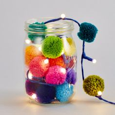 Each pom pom measures 4 cm in diameter and are evenly spaced over 2.4 meters. Hang them up in your bedroom, living room or anywhere.