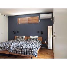女性で、4LDKの無印良品/IG→sho.ko_ie/寝室/無印良品ベッド/ベッド/ニトリ…などについてのインテリア実例を紹介。「 寝室は寝るためだけなので部屋が暗くなってもいいからインディゴにしたかったのです☺︎」(この写真は 2016-09-23 19:31:12 に共有されました) Softly And Tenderly, Headboard Designs, Casa Real, House Made, Image House, Kids Room, Sweet Home, House Design, Interior Design