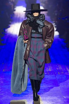 The complete Marc Jacobs Fall 2018 Ready-to-Wear fashion show now on Vogue Runway.