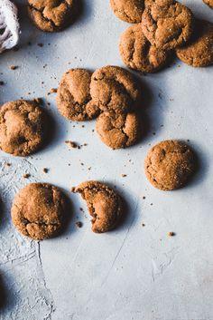 Inkiväärikeksit (V) – Viimeistä murua myöten Candy, Cookies, Baking, Sweet, Desserts, Food, Ideas, Crack Crackers, Tailgate Desserts