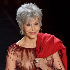 Jane Fonda Ditched Her Blonde and Made the Switch to Gray Hair Oscars Jane Fonda Debuted Gray Hair Short Silver Hair, Short White Hair, Short Hair With Layers, Short Hair Cuts For Women, Short Hair Styles, Grey Hair Styles, Silver White Hair, Jane Fonda Hairstyles, Scene Hairstyles